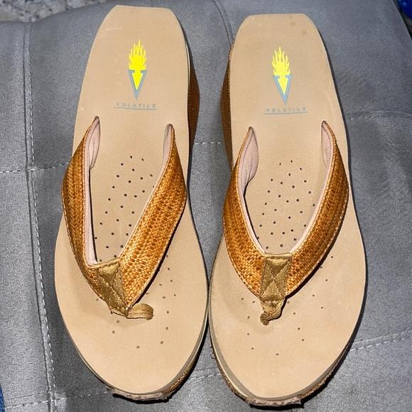 Volatile wedge flip flops